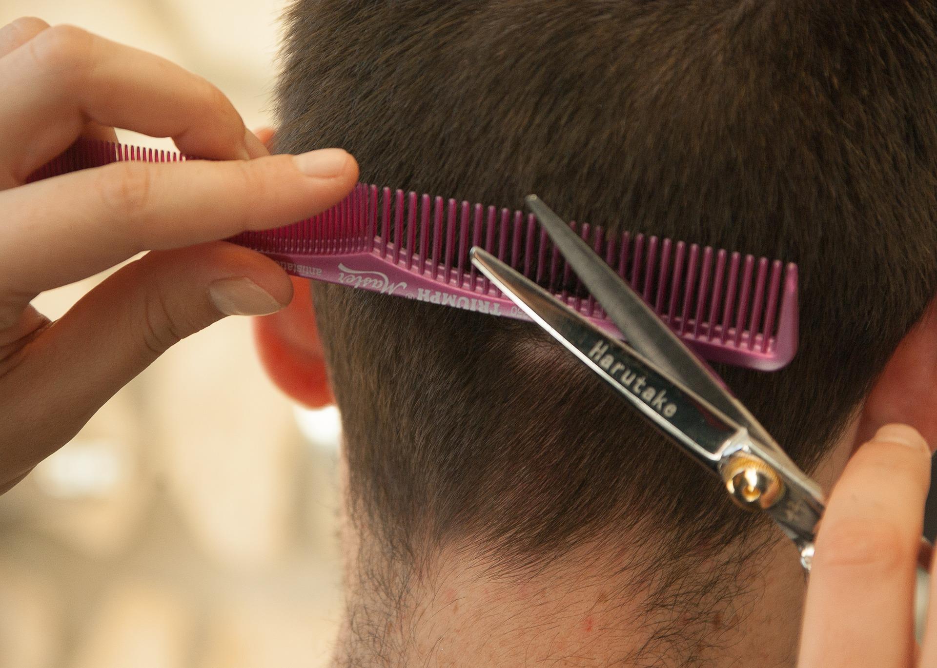 INFORMAZIONI RISERVATE  Cosa possono scoprire da un tuo capello  bc9b8c37bbfd